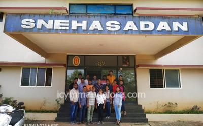 Youth of ICYM Surathkal Deanery visit Sneha Sadan
