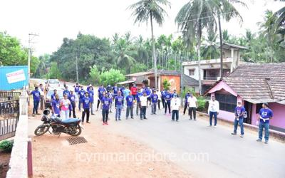 ICYM Madanthyar unit joins in cleaning the surrounding environment