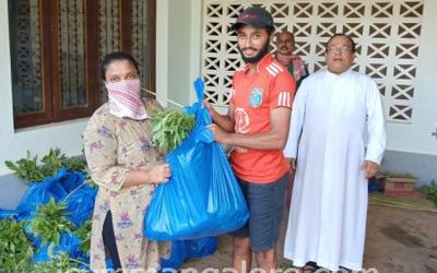 ICYM Bajpe Unit distributes vegetables to the needy families