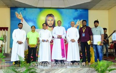 Bishop celebrates mass on 2nd day of ICYM Mangalore Diocese Youth Bible Convention